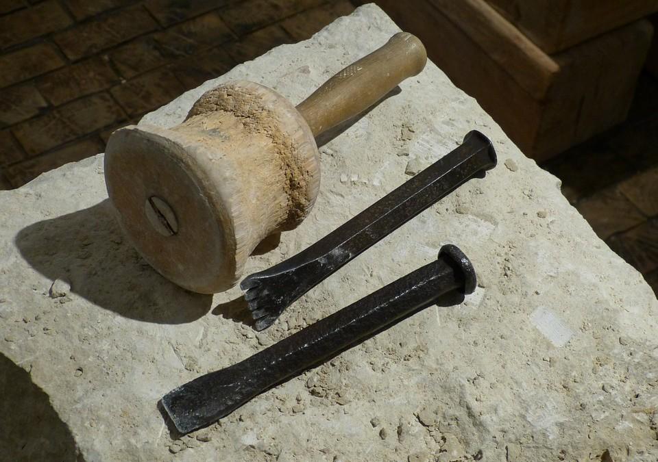 La manière la plus simple pour tailler une pierre